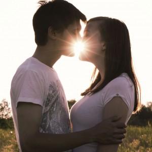 絡めて舐めて甘噛みして。彼とあなたの感じる…キス、始めてみましょう!