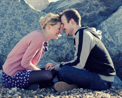 初体験は早い方がいい?脱処女が遅いほうが幸せな恋愛につながる…初体験の年齢に関する全国調査と恋愛感調査!